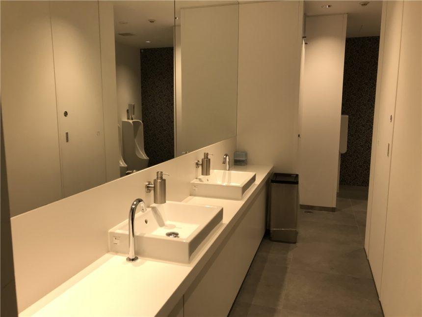 美術館など公共施設での採用実績のあるステンレス製ソープボトル 太田市美術館 トイレにZACKのステンレス製ソープディスペンサー採用
