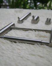 CIVIOシリーズの壁付けタイプのトイレットロールホルダー。シンプル且つ必要十分。可能な限りそぎ落としたソリッドなデザインがハイコデザインの真骨頂です。 18/10ステンレス製 15.8x10.5cm 260g