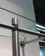 ABILIOの50677コートラックや、50679コートラック、50694シューラックにピッタリなのガラス棚板です。 やはりこれらのアイテムはステンレスのポールだけで使うより、このガラス棚板も一緒に使っていただいた方が機能的にも見た目的にもGOOD!だと思います! 18/10ステンレス製 67x36cm 2.7kg
