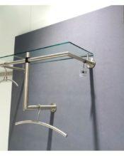 2009年・秋のテンデンスで発表された、壁付けタイプのコートラック。天板下のバーやL字の部分にハンガーをかけるもよし、オフィスは元より、おしゃれさんのお部屋にこれがあったら、、、素敵すぎます。 別売りのガラス棚板の50678ガラスシェルフを合わせるともっと素敵で便利です。 18/20ステンレス製 H36x67x30cm 1.85kg