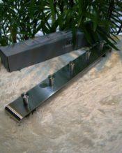 CANZOのコートラック。画像のハンガーは別売りです。 18/10ステンレス製 L50cm H6cm 1.10kg 背面の取り付け穴は約40cmの間隔、5本のフックは約10.5cm間隔です。