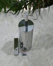 2012年2月にフランクフルトで行われたAMBIENTEで発表された壁付用トイレブラシです。 18/10ステンレス製 H40cm D9.0cm 1.29kg