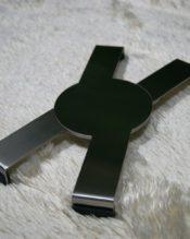 開閉タイプで日本でも人気のテーブルトライベット(鍋敷き)です。使わない時は閉じておけば、場所もとらないので便利ですね。 18/10ステンレス製 D26cm 460g