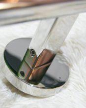 ZACKの中でもミラー仕上げがとびきり美しいSCALAのシンプルな一本レールです。同じデザインで長さの違う3種類のアイテムがあります。 18/10ステンレス製 L51cm 435g 取り付けネジ間の距離約45cm