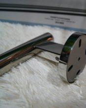 ZACKの中でもミラー仕上げがとびきり美しいSCALAのシンプルな一本レールです。同じデザインで長さの違う3種類のアイテムがあります。(上の画像は51cmの40056のものです。 18/10ステンレス製 L81cm555g 取り付けネジ間の距離約75㎝