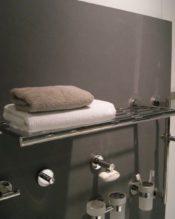 おしゃれ タオルシェルフ タオルかけ バスルーム ステンレス きれい 上品 ホテルライク 高級感ある 格好いい 上品