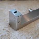 LINEAシリーズのタオルフックレール。フックは4本です。LINEAのシンプルかつ重厚な佇まいが、落ち着いた満足感を感じさせてくれるに違いありません。 18/10ステンレス製 B26.5cm T5cm 360g