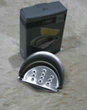 2015年2月にフランクフルト・アンビエンテで発表されたレモンプレス(レモン搾り器)です。 18/10ステンレス製 2x8x7cm