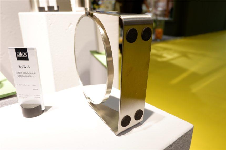 かっこいいデザインの化粧鏡